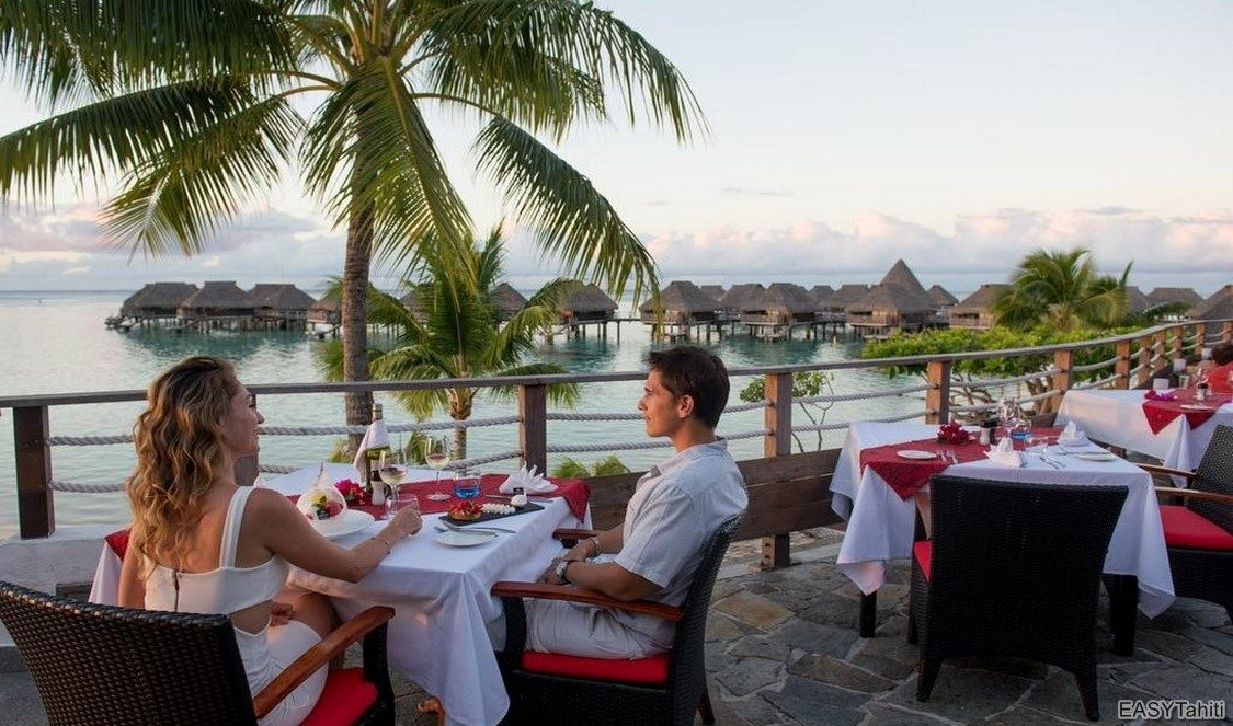romantic dinner at all inclusive vacation in Moorea