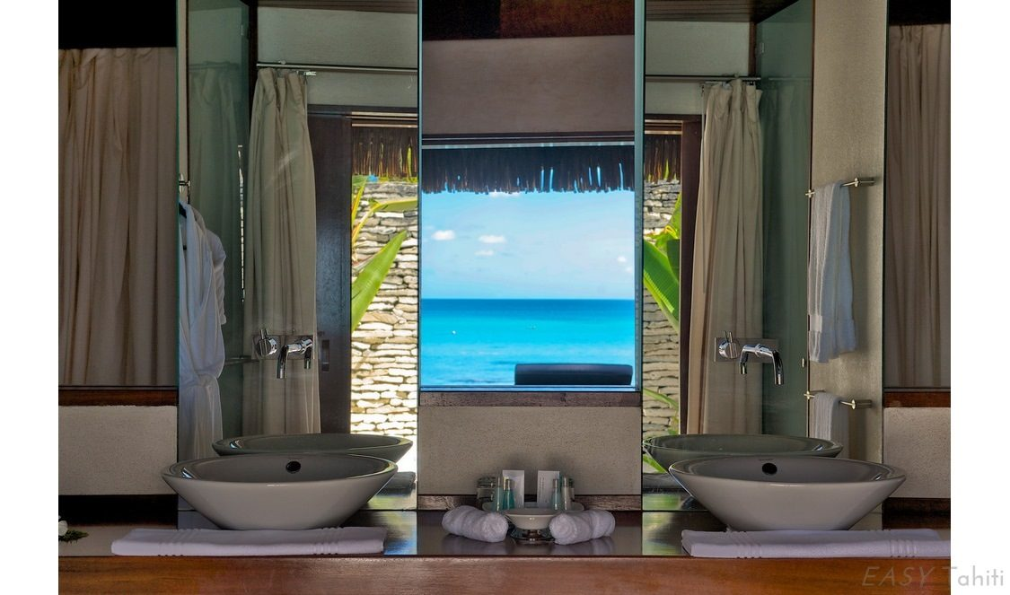 bathroom with view for your rangiroa vacation