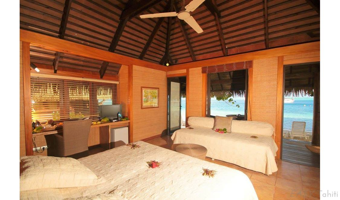 vacation in an beach bungalow in Huahine