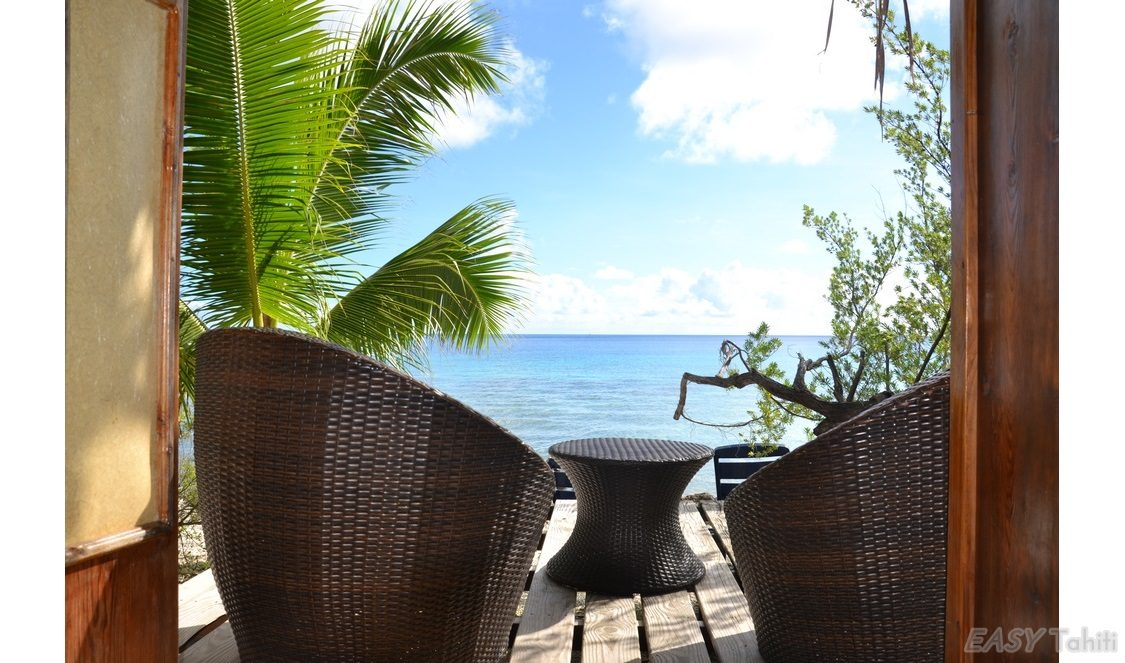vacation in beach bungalow in Rangiroa